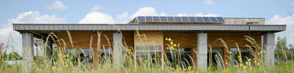 Panneaux solaires bâtiment Écobatys